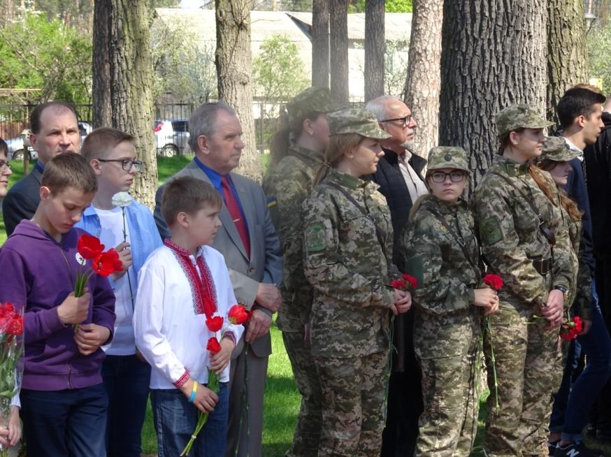В Ірпені пройшов чорнобильський мітинг-реквієм: люди, бережіть цей крихткий світ!