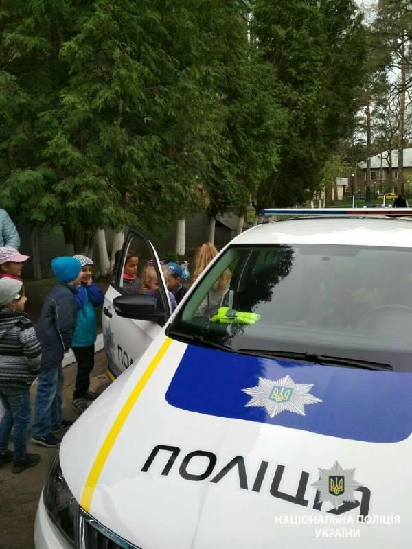 Поліцейські в Ірпені навчали вихованців дитсадка «Радість» дотримуватися правил безпеки на дорозі