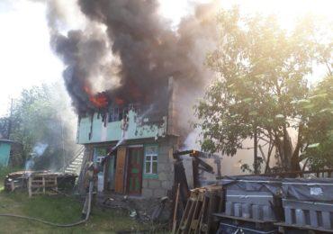 У Гостомелі від пожежі рятували господарчу будівлю