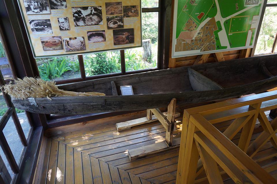 Відразу два човни-довбанки з'явилися у Вишгороді - музей, ВІКЗ, Вишгород - 32215225 155852238598537 5242059296174243840 n