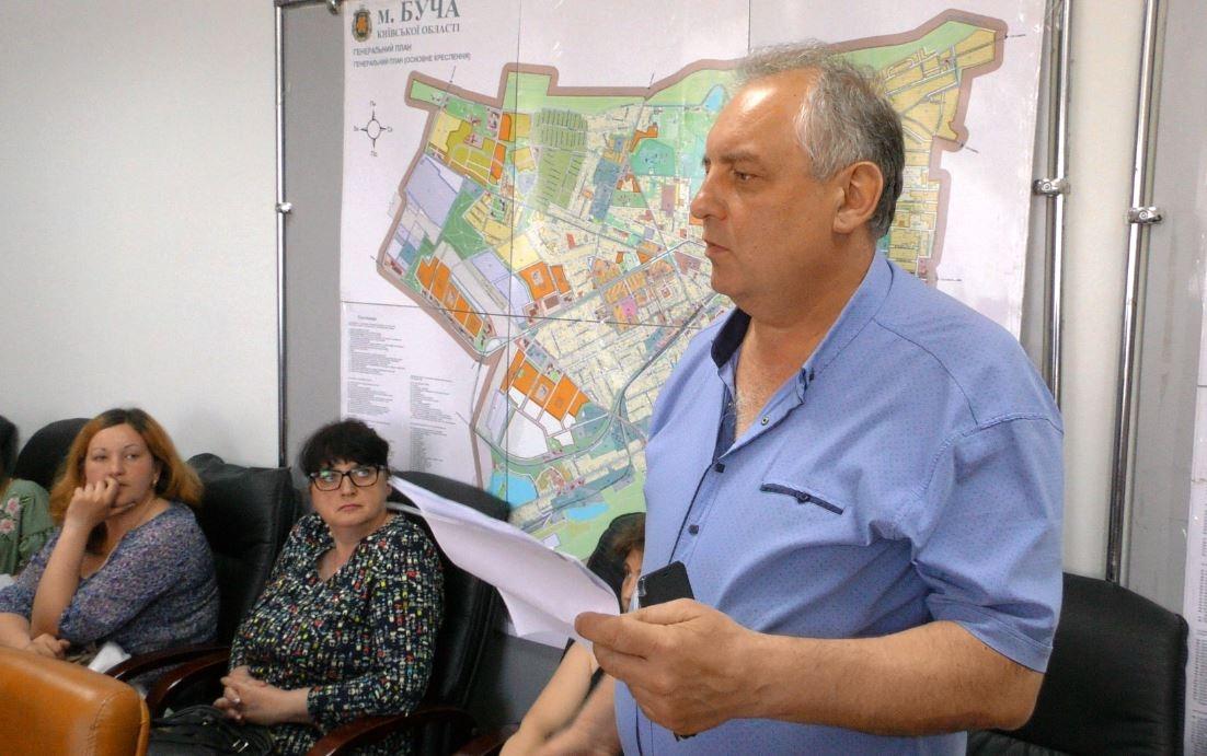 """Головний інженер КП """"Ірпіньводоканал"""" В'ячеслав Герасименко про реальний стан речей довкола каналізування будинку."""