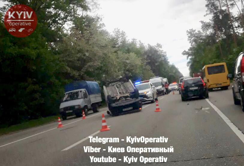 На Гостомельській трасі — чергова аварія: одна машина перекинулася на дорозі, інша — у кюветі - Приірпіння, Поліція, київщина, ДТП, Гостомель - Gost shose 21 05 2018