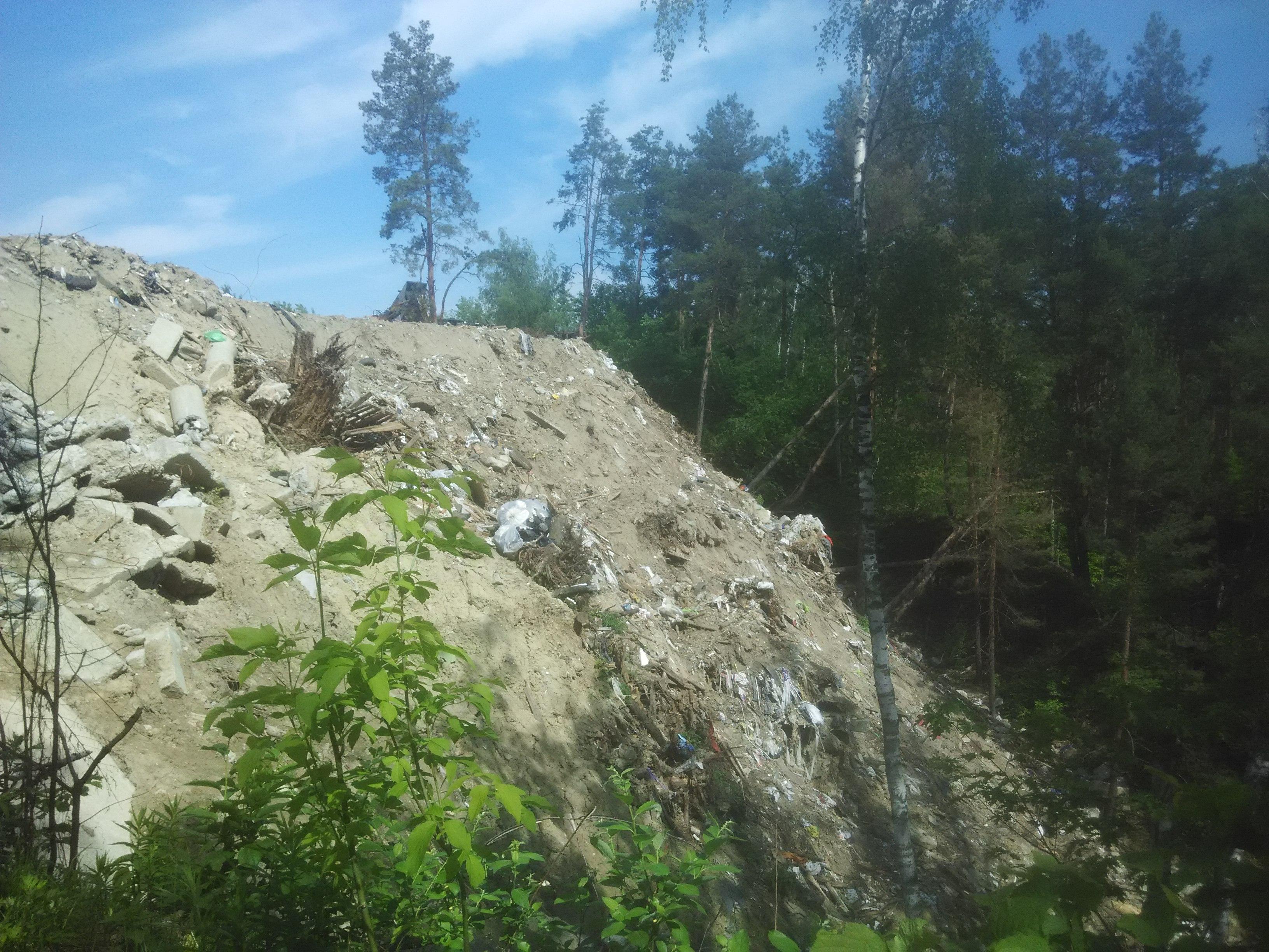 Смертельне сміття: незаконні звалища знищують вишгородський ліс та річку Почайна - сміття, Річка, Почайна, незаконно, ліс, забудовники, екологічна катастрофа, відходи, Вишгород, будівельне сміття - IMG 20180516 104916