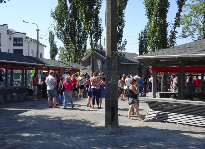 В Ірпені для стихійних торгівців відкрили новий базарчик: чи не витіснять підприємці з прилавків приватних реалізаторів?