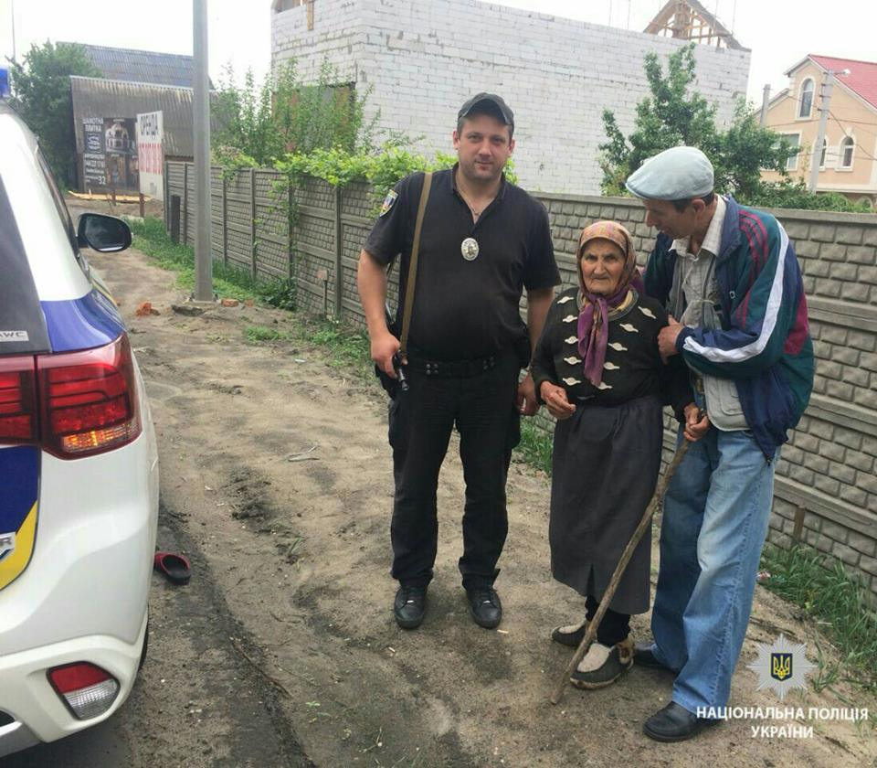 Ірпінська поліція розшукала у лісі поблизу Гостомеля 90-річну бабусю, яка зникла з дому