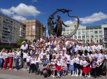 Вишиванковий флеш-моб в Ірпені: мереживо минулого, сучасного та майбутнього українського народу