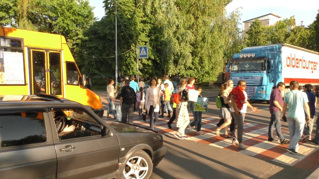 У Вишневому громада на знак протесту проти забудови майбутнього парку перекрила у місті дороги
