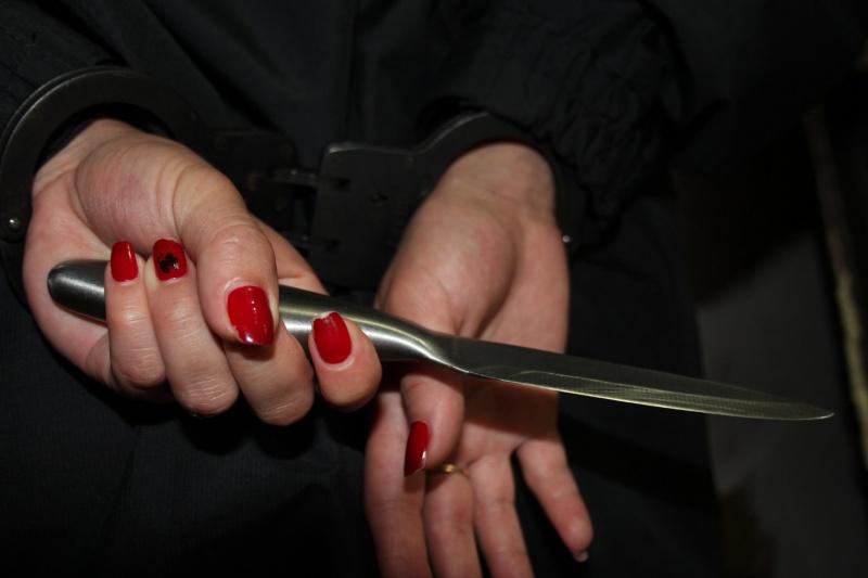 0606_ponozhovshhyna На Бородянщині жінка напідпитку підрізала пенсіонера