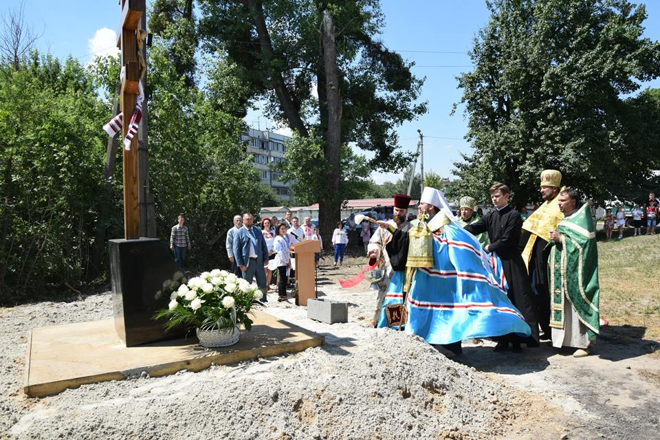 3-2 У Гостомелі освятили місце під зведення першого Храму УПЦ Київського патріархату