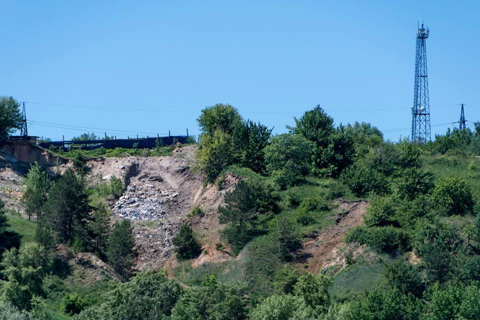 34133920_660336100974849_4785383820251627520_n У Вишгороді «7 небо» засипають будівельним сміттям