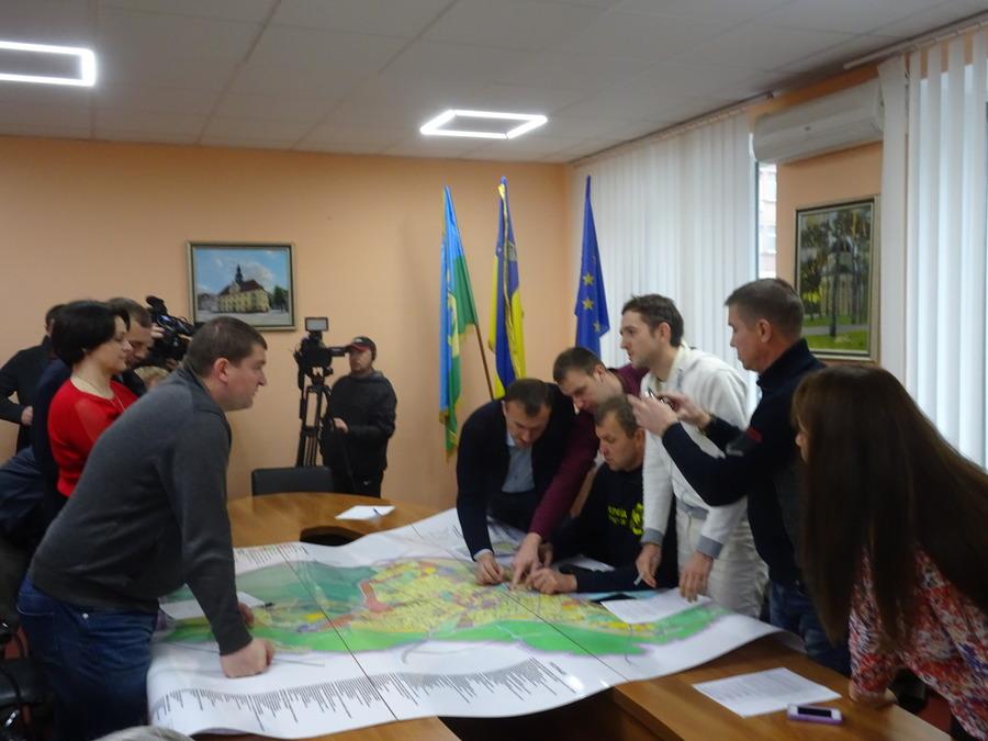 Мер Ірпеня Володимир Карплюк перетворив на бота активіста Андрія Поліщука, з яким сидів за столом переговорів по ДСО