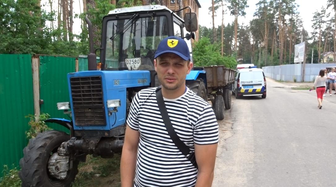 В Ірпені по вулиці Лісовій Михайло Ковальчук на своїй ділянці незаконно знищує дерева під майбутню забудову