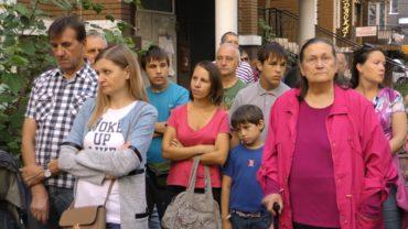 """В Ірпені поблизу ДСО під """"охороною"""" спецпризначенців пройшли збори громади, де зібрали підписи до прокуратури та ДАБІ проти шахрая-забудовника"""