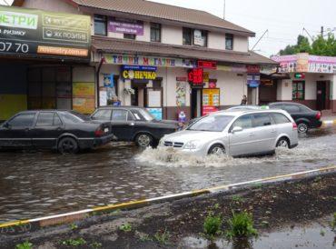 В Ірпені рясна злива стала індикатором вуличних реконструкцій, проведених місцевими можновладцями