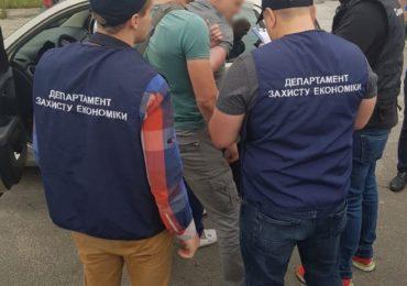 Правоохоронці Київщини на гарячому затримали депутата Гостомельської селищної ради за вимагання хабара в 1 млн гривень