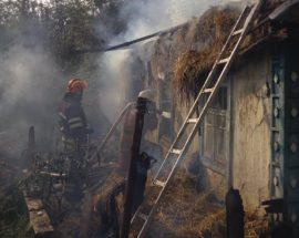 Пожежа у Василькові: згорів будинок, господаря врятовано