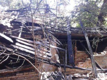 В Ірпені рятувальники ліквідували пожежу, що вночі сталася в господарчій будівлі