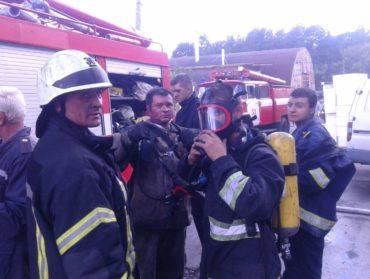 В Ірпені рятувальники загасили пожежу в деревообробному цеху по вулиці Стельмаха