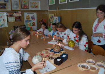 Не гаджетами єдиними: васильківські діти і молодь цікавляться писанкарством