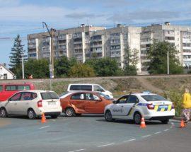 Аварія на ірпінському єврокільці: два легковики зазнали ушкоджень
