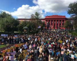 """Наймасштабніша акція пройшла у неділю, 30 вересня у столиці, на які зібралось кілька тисяч людей. Марш, що пройшов під гаслом «Врятуй тварин. Зроби крок гуманності!», стартувала в парку імені Тараса Шевченка, згодом активісти пройшли маршем до Софійської площі. Про це повідомляється на Фейсбук сторінці організаторів акції UAnimals. Учасники ходи тримали в руках плакати з гаслами """"В Україні заради хутра вбивають 1750 тварин на день!"""", """"В Україні залишилося 300 ведмедів"""", """"Будь їх голосом!"""", """"Вони нас люблять, а ми їх?"""", """"Не тестуй на мені свою помаду"""", """"За цирк без тварин"""", """"Твоя шуба кричала перед смертю"""", """"Шоу не повинно тривати"""". Чимало учасників прийшли на акцію зі своїми домашніми улюбленцями. Завершився марш на Софійській площі, де організатори зачитали 8 вимог: заборона використання тварин у цирках і дельфінаріях; заборона хутряних ферм і протруювальних станцій; заборона контактних зоопарків і експлуатації тварин для фотопослуг та жебракування; розвиток реабілітації тварин, які постраждали від діяльності людини; заборона в Україні евтаназії як методу регулювання чисельності бездомних тварин; впровадження в Україні дієвої системи контролю і покарання за жорстоке поводження з тваринами; внесення до """"Червоної книгу України"""" диких тварин природного ареалу України, які перебувають на межі зникнення. Крім столиці, аналогічні акції проходять у неділю ще в 19 містах України: у Львові, Одесі, Дніпрі, Харкові, Полтаві, Чернігові, Вінниці, Житомирі, Черкасах, Чернівцях, Хмельницькому, Луцьку, Миколаєві, Рівному, Тернополі, Івано-Франківську, Ужгороді, Херсоні та Запоріжжі."""