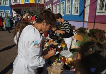 На дитячому благодійному ярмарку у Путрівському НВК збирали кошти хворим