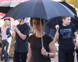 Люди в чорному з парасольками у Фастові пройшла «Хода за свободу»