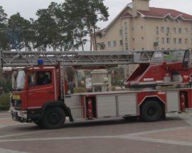 Німецька автодрабина — в Ірпені: відставний мер Карплюк прийшов попіаритися на врученні пожежної техніки