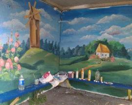 Краса по-фастівськи: фастівська художниця розмальовує автобусні зупинки у селах району