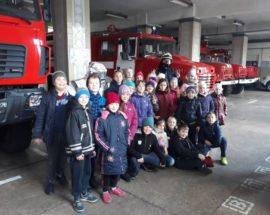 Ірпінські рятувальники у жвавому спілкуванні з дітьми навчали їх правилам пожежної безпеки