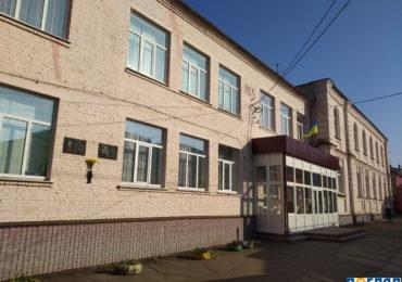 У Васильківській школі №1 спортивний майданчик відремонтують за 2,2 млн грн