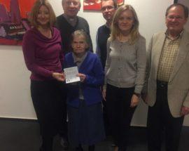 Українка в 93 роки вперше в житті отримала паспорт - у Франкфурті
