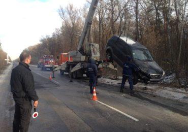 На трасі Київ – Одеса дві машини злетіли у кювет: один із водіїв загинув