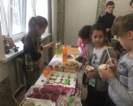 «Смаколики на добро»: школярі у Василькові збирали кошти на благодійність