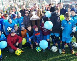 Заради розвитку спорту: в Білогородці відкрили футбольне поле та майданчик з вуличними тренажерами