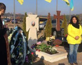 Білий хрест на Алеї Слави: в Ірпені на міському цвинтарі освятили пам'ятник на могилі учасника АТО Ігоря Доміна