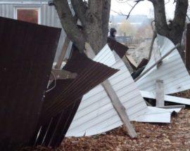 Новий парканопад: в Ірпені рухнула огорожа під черговий незаконний багатоповерховий будинок