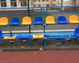 Акт вандалізму в Бучі: невідомі пошкодили сидіння на території стадіону місцевої школи №4