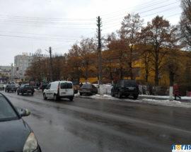 Жителі міста Васильків подали петицію про встановлення огорожі тротуарів на центральних вулицях