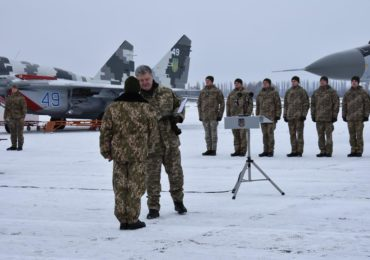 Президент України прибув у Васильків, щоб передати оновлену авіаційну техніку