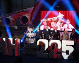 """Свято українського гіганта: у Гостомелі відбулися урочистості з нагоди 30-річчя від дня першого польоту транспортного літака Ан-225 """"Мрія"""""""