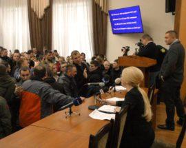 Буремний Генплан: ірпінці штурмом брали міську раду, щоб потрапити на сесійне засідання