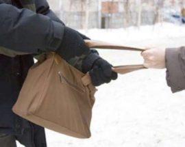 У Білій Церкві чоловік пограбував пенсіонерку біля її власного під'їзду