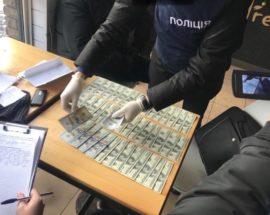 На хабарі у 5 тисяч доларів США зловили чиновника Мінрегіонбуду