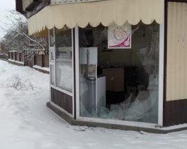 Акт вандалізму в Гостомелі: невідомі пошкодили кіоск