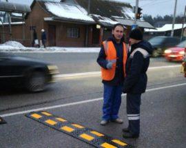 «Лежачі поліцейські» у Романівці: обмежувачі швидкості покликані знизити аварійність на трасі Ірпінь-Київ