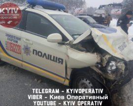 """Аварія на трасі Ірпінь-Київ: автомобіль поліції охорони """"госпіталізував"""" жінку-водія до лікарні"""