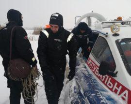Двоє пішли під кригу, третій – врятувався: наслідки катання на снігоході по водоймі під Страхоліссям, що на Іванківщині