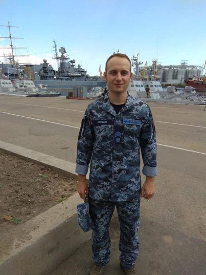 49183622_2071490522916333_3988614567335821312_n Двоє полонених українських моряків отримали офіцерські звання