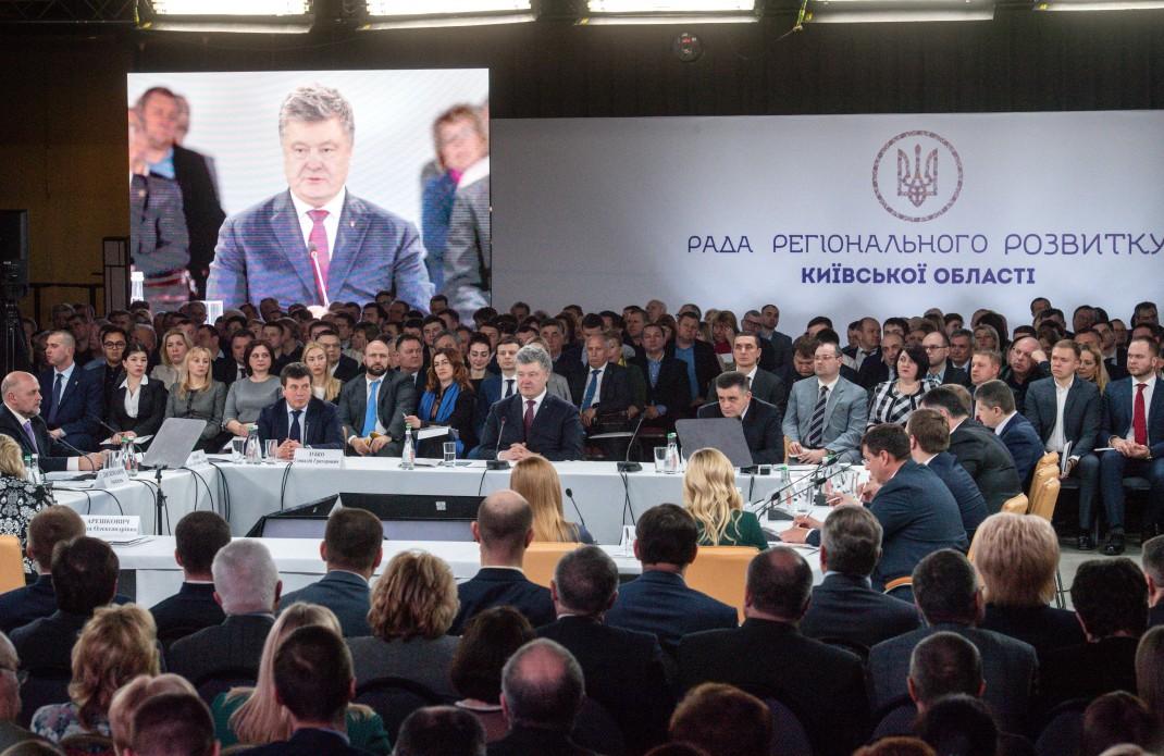 """Петро Порошенко в Броварах: """"Децентралізація - своєрідний механізм виявлення нових лідерів в Україні"""""""
